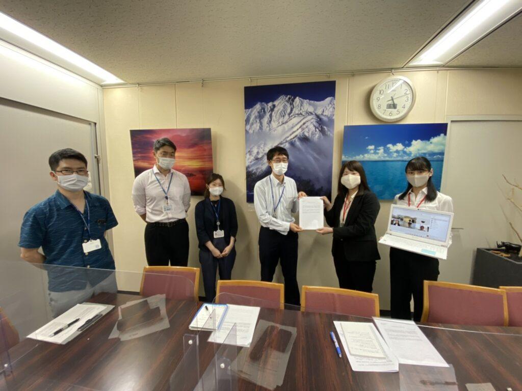環境省にて、環境省と水産庁のかた一緒に記念撮影